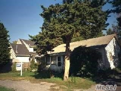 Patchogue Single Family Home For Sale: 1 Willow Walk
