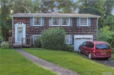 E. Setauket Single Family Home For Sale: 22 Bunny Ln