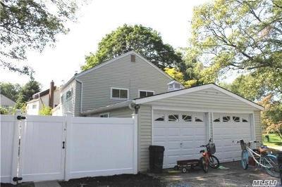 Lake Ronkonkoma Single Family Home For Sale: 27 Carl St