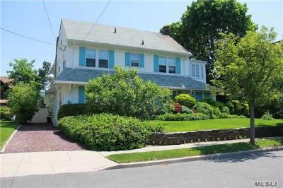 Woodmere Single Family Home For Sale: 46 Burton Ave