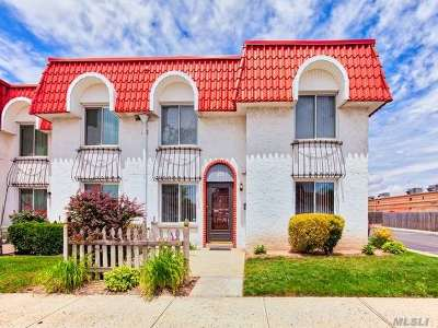Oceanside Condo/Townhouse For Sale: 78 Alhambra Dr