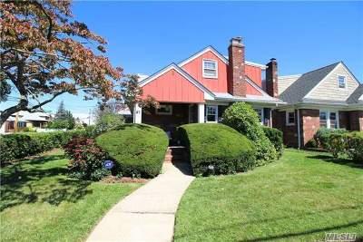 Rockville Centre Single Family Home For Sale: 81 New York Ave