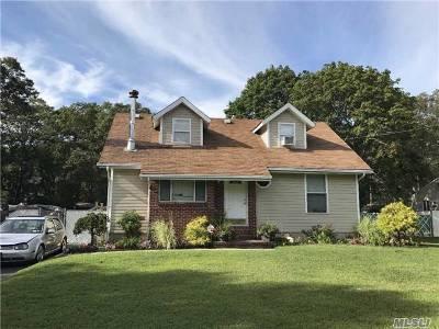 Holbrook Single Family Home For Sale: 235 Leona St