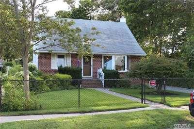 Islip Single Family Home For Sale: 20 Roslyn St