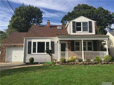 Sayville Single Family Home For Sale: 17 George St