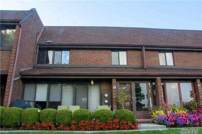 Roslyn Single Family Home For Sale: 35 Acorn Ponds Dr