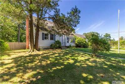 Oakdale Single Family Home For Sale: 64 Chateau Dr