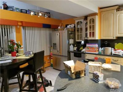 Valley Stream Single Family Home For Sale: 20 Zemek St