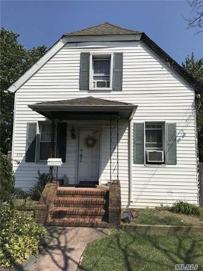 Copiague Single Family Home For Sale: 250 Vespucci Ave