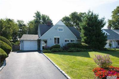Hicksville Single Family Home For Sale: 5 Gull Rd