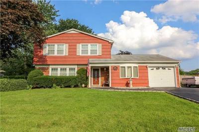 S. Setauket Single Family Home For Sale: 34 Royalston Ln