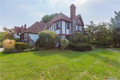 Rockville Centre Single Family Home For Sale: 461 N Long Beach Rd