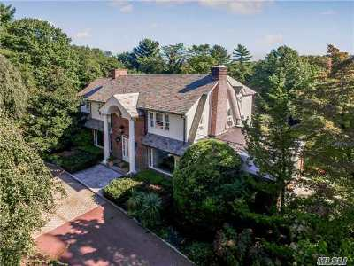 Great Neck Single Family Home For Sale: 31 Wildwood Dr