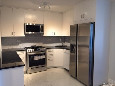 Bayside, Oakland Gardens Condo/Townhouse For Sale: 2 Bay Club #3 D