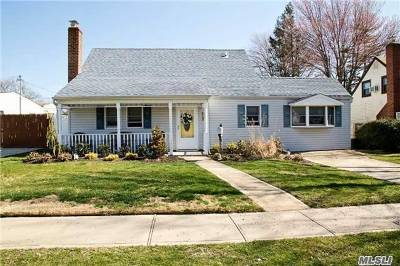 Levittown Single Family Home For Sale: 33 Harness Ln
