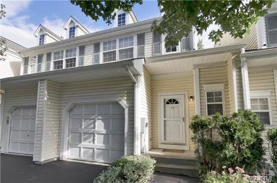 Smithtown Condo/Townhouse For Sale: 12 Chelsea Dr