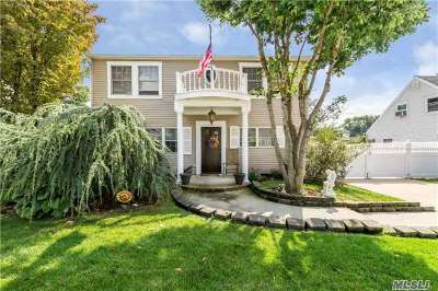 Levittown Single Family Home For Sale: 20 Clay Ln