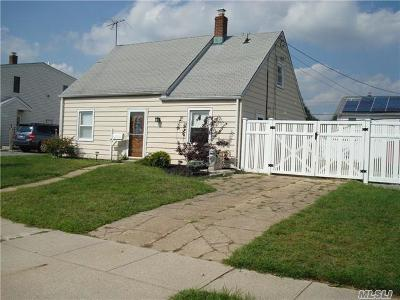 Levittown Single Family Home For Sale: 11 Circle Ln