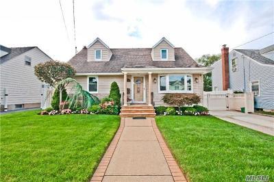 Oceanside Single Family Home For Sale: 24 Stuart Pl