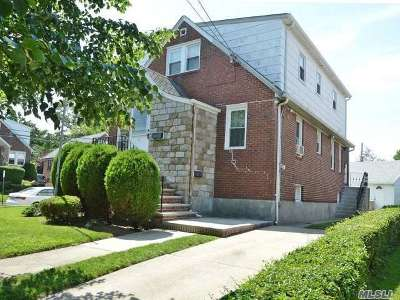 Lynbrook Single Family Home For Sale: 2 Crab Ave