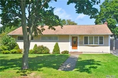 Huntington Single Family Home For Sale: 7 W Park Dr