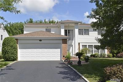 Commack Single Family Home For Sale: 152 Country Club Dr