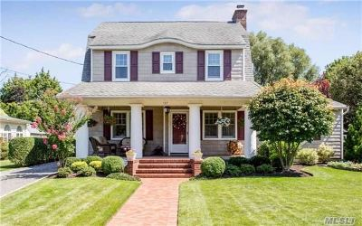 Rockville Centre Single Family Home For Sale: 167 Windsor Ave
