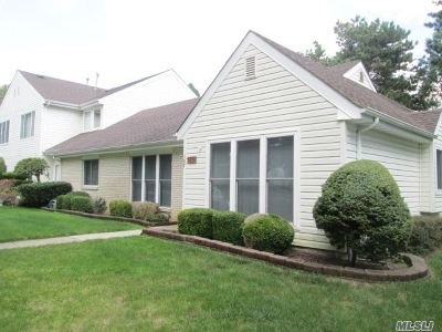 Holbrook Single Family Home For Sale: 107 Dari Dr