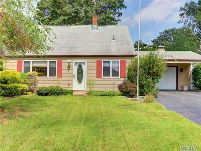 Levittown Single Family Home For Sale: 91 Morning Glory Rd