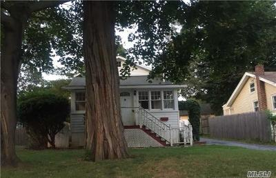 Lake Ronkonkoma Single Family Home For Sale: 19 Kirby Ln