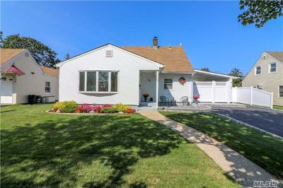 Levittown Single Family Home For Sale: 39 Church Rd
