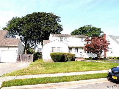 Hicksville Single Family Home For Sale: 40 Garden Blvd