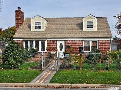 Hicksville Single Family Home For Sale: 16 Gardner Ave