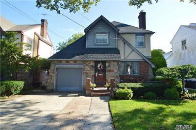Malverne Single Family Home For Sale: 84 Walker St