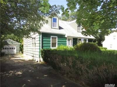 Huntington Single Family Home For Sale: 39 Oak Ave