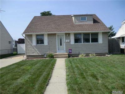 Hicksville Single Family Home For Sale: 64 Moeller St