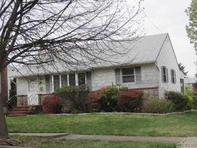 Hicksville Single Family Home For Sale: 49 Gardner Ave