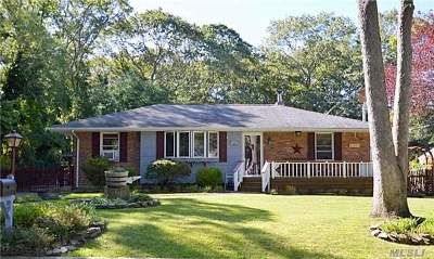 Farmingville Single Family Home For Sale: 28 2nd St