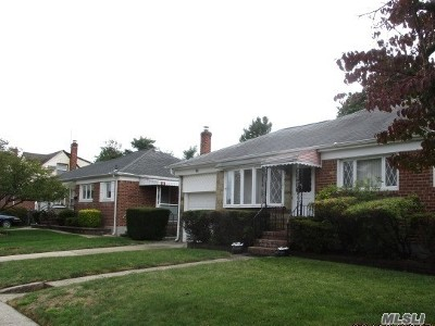 East Meadow Single Family Home For Sale: 98 Rita Dr