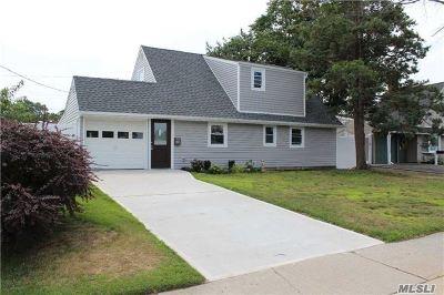 Hicksville Single Family Home For Sale: 20 Summer Ln