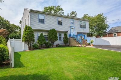 Huntington Single Family Home For Sale: 41 6th Ave