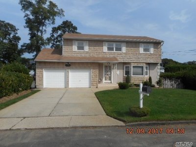 Copiague Single Family Home For Sale: 451 41st St