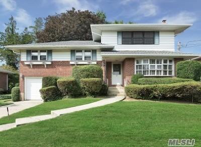 Garden City Single Family Home For Sale: 327 Whitehall Blvd