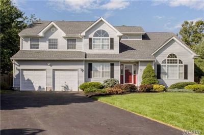 Commack Single Family Home For Sale: 4 Peconic Ct