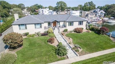 Merrick Single Family Home For Sale: 2771 Merrick Ave