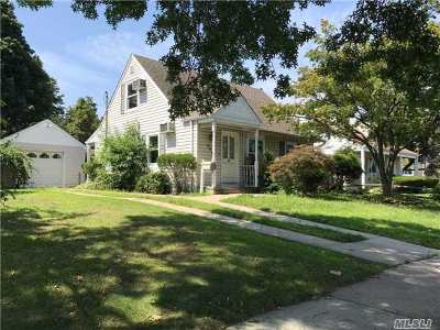Hewlett Single Family Home For Sale: 435 Franklin Ave