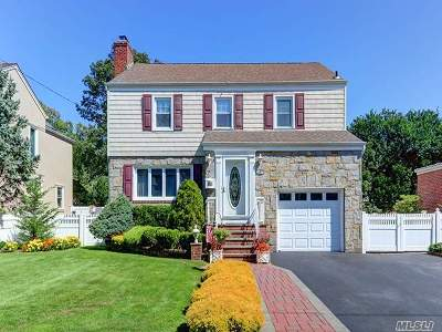 Lynbrook Single Family Home For Sale: 167 Canterbury Gate