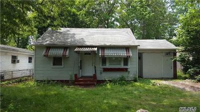 Huntington Single Family Home For Sale: 72 10th Ave