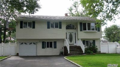 Ronkonkoma Single Family Home For Sale: 220 Shelter Rd