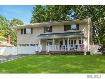 Smithtown Single Family Home For Sale: 15 Sandy Dr